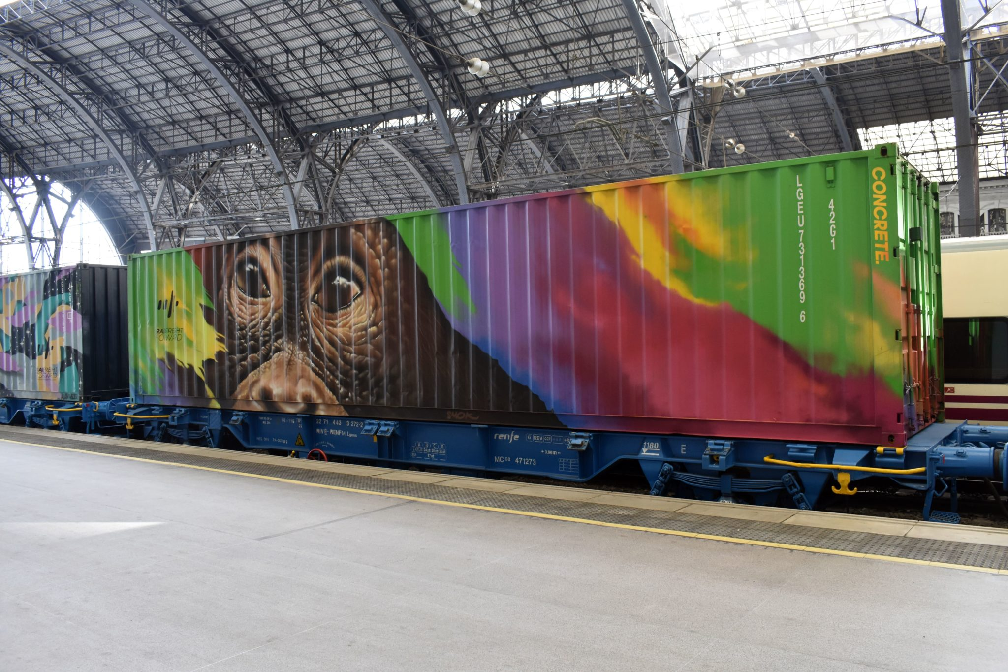 Smok Noah's train street art